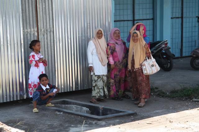 AcehneseWomanonRoadside1